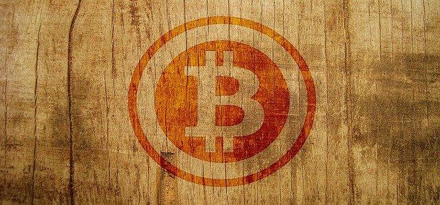 bitcoin na dřevě