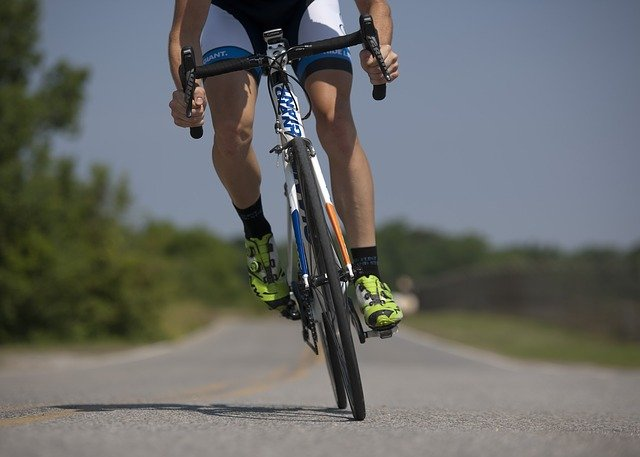 nohy cyklisty