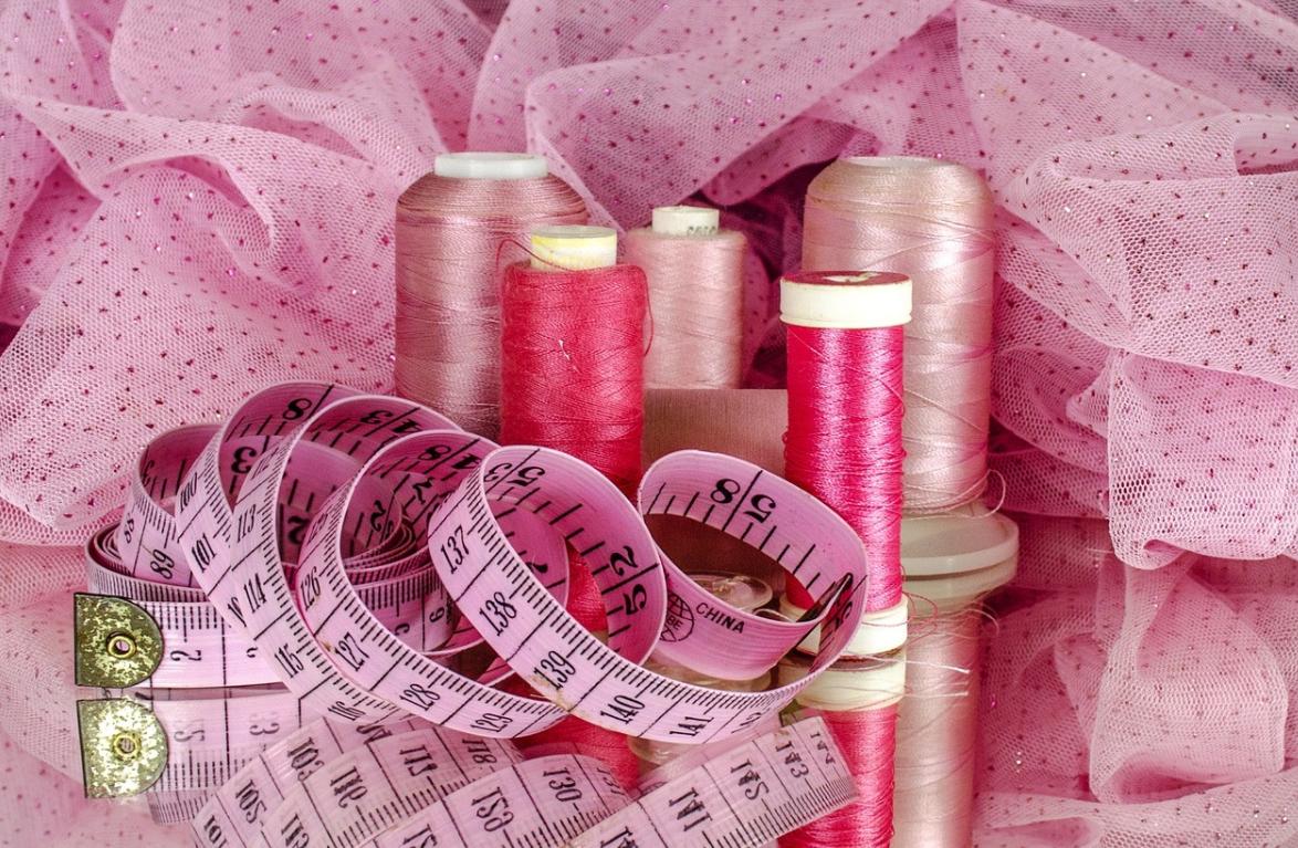 růžové šití